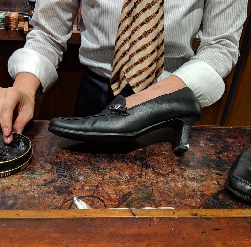 靴磨き 92